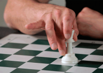 How Many Chess Pieces Are There in Chess & How to Use Them?